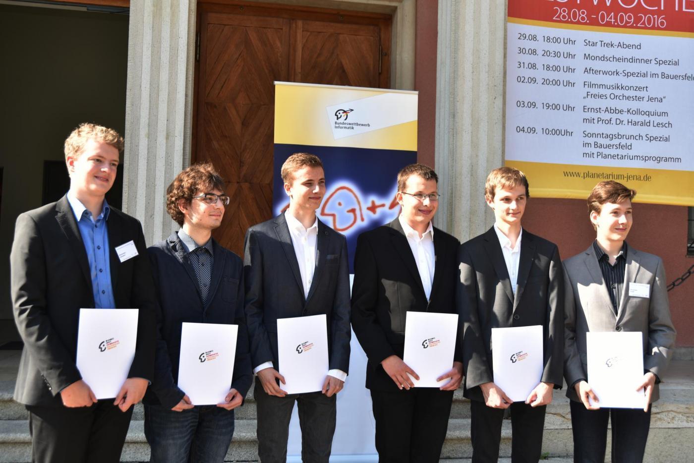 Die sechs Bundessieger des 34. BwInf (Copyright: FSU Jena/Anne Günther)
